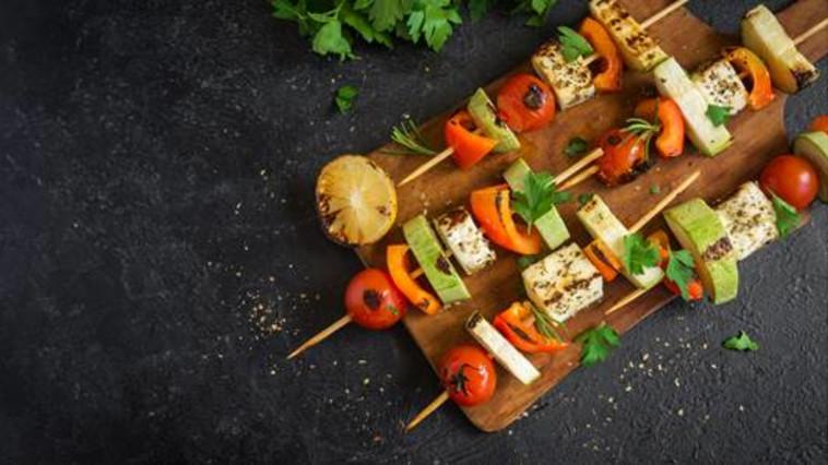 שיפודי ירקות וטופו  (צילום: יח''צ)
