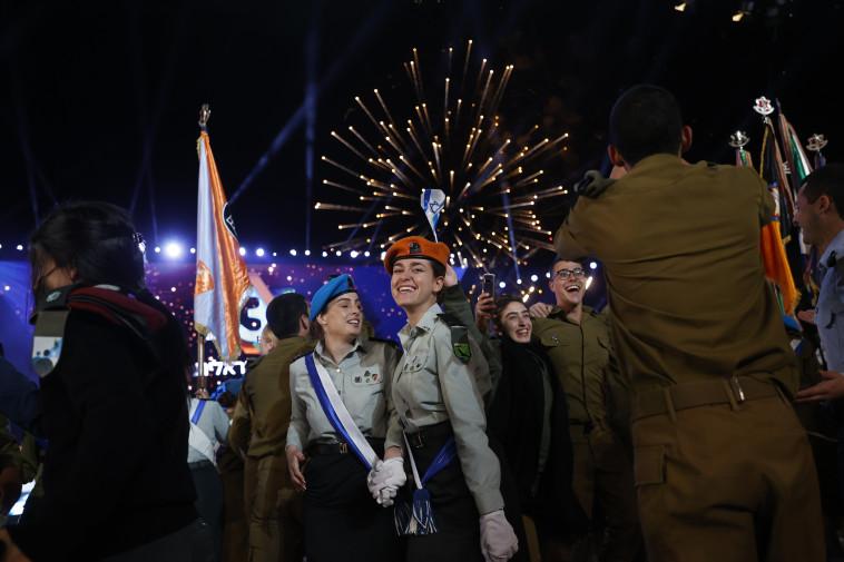 זיקוקים לרגל יום העצמאות ה-73 בהר הרצל (צילום: יונתן זינדל, פלאש 90)
