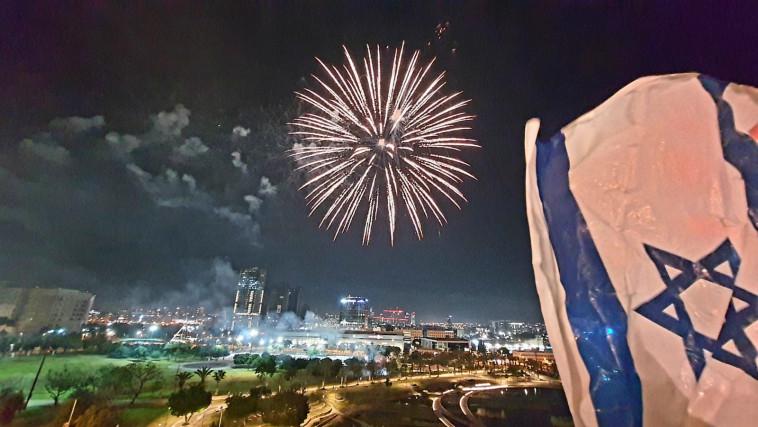 מופע זיקוקים לרגל יום העצמאות ה-73 (צילום: ראובן קסטרו)