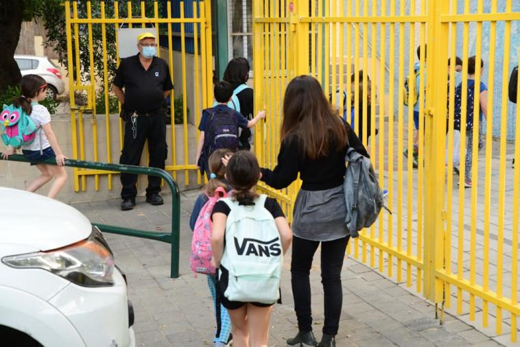חוזרים ללימודים - מערכת החינוך נפתחת במתכונת מלאה (צילום: אבשלום ששוני)
