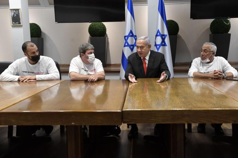 בנימין נתניהו בפגישה עם יו''ר ארגון נכי צה''ל עידן קלימן (צילום: קובי גדעון, לע''מ)