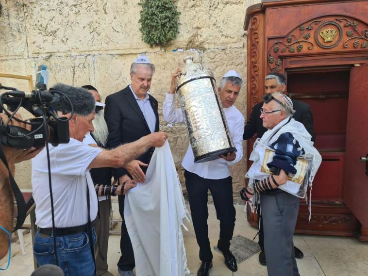 שורדי השואה בכותל (צילום: יד עזר לחבר)