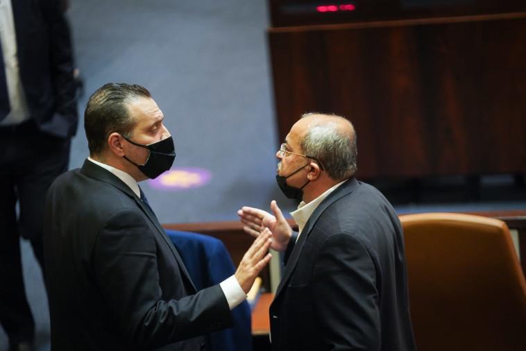אחמד טיבי ומיקי זוהר במליאת הכנסת (צילום: דוברות הכנסת, נועם מושקוביץ)