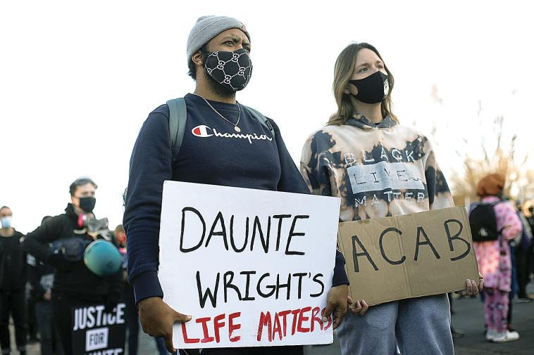 הפגנות על רקע מותו של דונטה רייט (צילום: רויטרס)