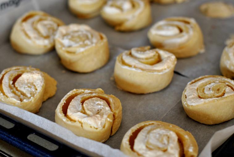 עוגיות שושנים וקצף וניל (צילום: פסקל פרץ-רובין)