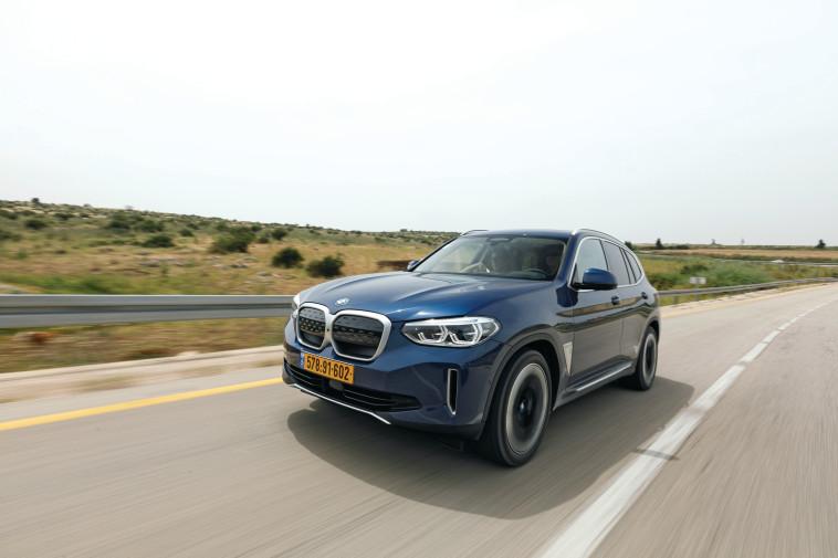 BMW IX3 (Foto: Tomer Feder)