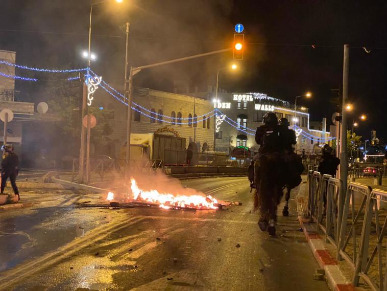 המהומות בירושלים הלילה (צילום: דוברות המשטרה)