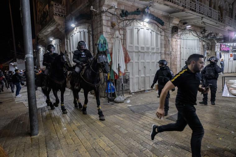 מהומות ליד שער שכם בירושלים (צילום: יונתן זינדל, פלאש 90)