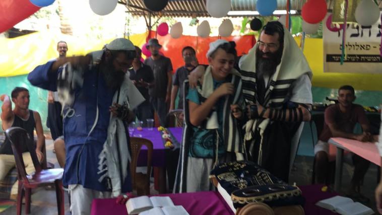 Bar Mitzvah a la sombra de la Corona (Foto: Roi Merili)