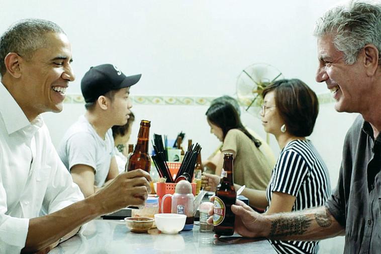 אנתוני בורדיין עם ברק אובמה בווייטנאם (צילום: צילום מסך)