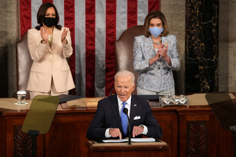ג'ו ביידן בנאומו הראשון בקונגרס, בסיום 100 ימי כהונתו הראשונים (צילום: Doug Mills/Pool via REUTERS)