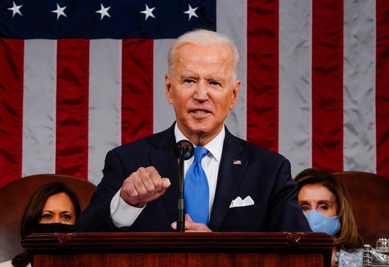 ג'ו ביידן בנאומו הראשון בקונגרס, בסיום 100 ימי כהונתו הראשונים (צילום: Melina Mara/Pool via REUTERS)