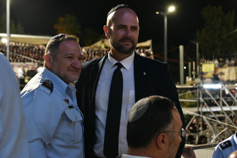 שר הפנים אוחנה והמפכ''ל שבתאי (צילום: דוברות המשטרה)
