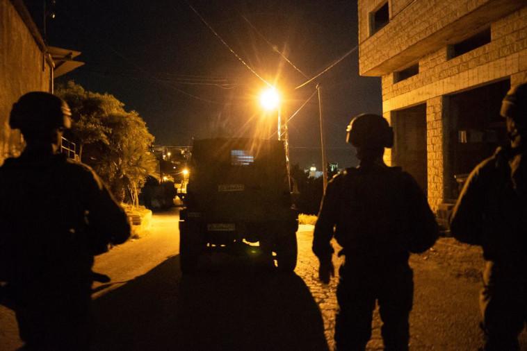 כוחות צה''ל בפעילות הלילית לאיתור המחבלים מצומת תפוח (צילום: דובר צה''ל)