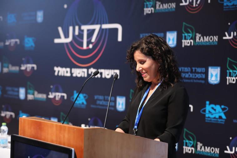 ענבל קרייס באירוע חשיפת הניסויים של ''רקיע'' (צילום: אלעד מלכה)