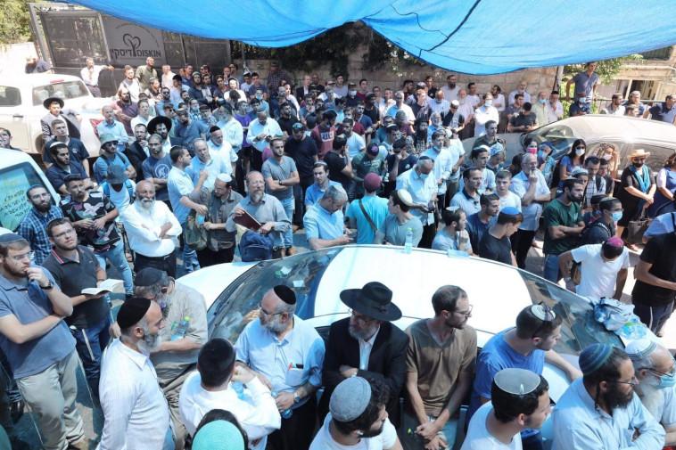 מאות בהלוויית יהודה גואטה (צילום: מרק ישראל סלם)