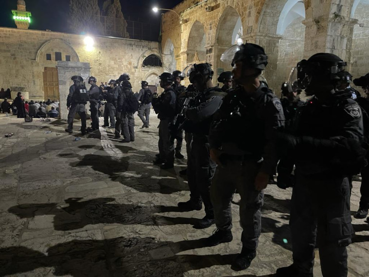 כוחות המשטרה באזור הר הבית (צילום: משטרת ישראל)