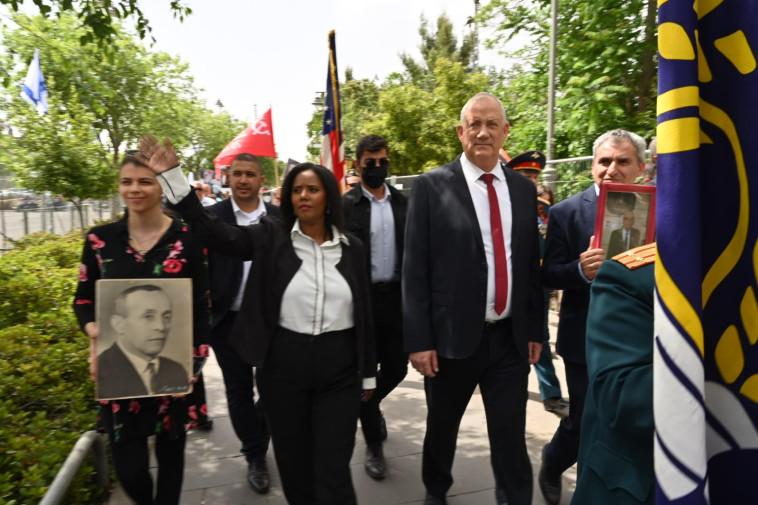גנץ בטקס יום הניצחון על גרמניה הנאצית (צילום: אריאל חרמוני, משרד הביטחון)