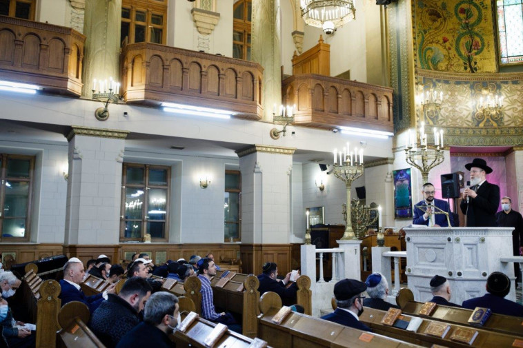 תפילה בבית הכנסת הגדול במוסקבה (צילום: איליה דולגופולסקי)