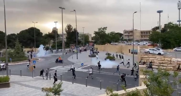 עימותים באוניברסיטה העברית בהר הצופים, ירושלים (צילום: צילום מסך)