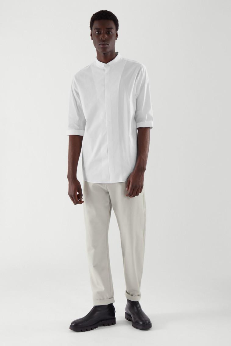 COS, חולצה - 295 שקל, מכנסיים - 395 שקל (צילום: יח''צ)