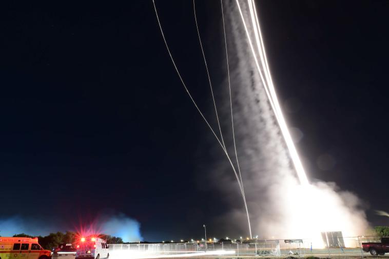 מטח הרקטות שנורה לעבר תל אביב וגוש דן (צילום: תומר נויברג, פלאש 90)