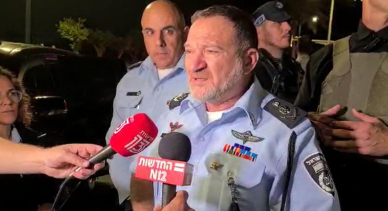 מפכ''ל המשטרה יעקב שבתאי בהערכת מצב בלוד (צילום: משטרת ישראל)