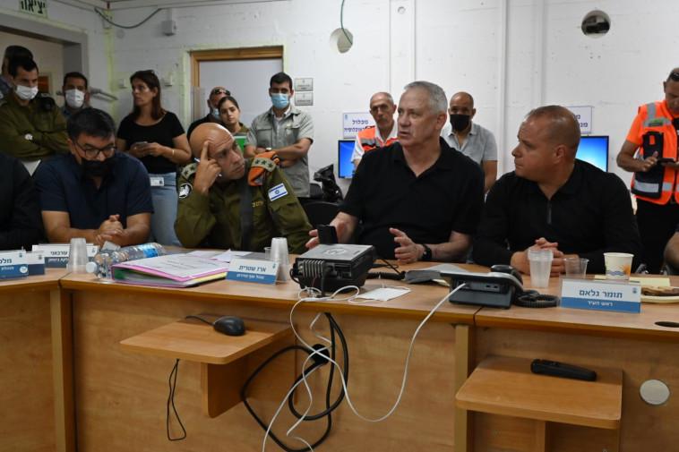 בני גנץ בביקור באשקלון (צילום: אריאל חרמוני / משרד הביטחון)