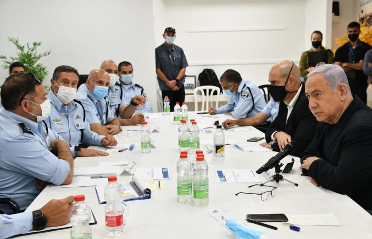 ראש הממשלה נתניהו והשר לבט''פ אוחנה בדיון עם בכירי המשטרה (צילום: חיים צח, לע''מ)