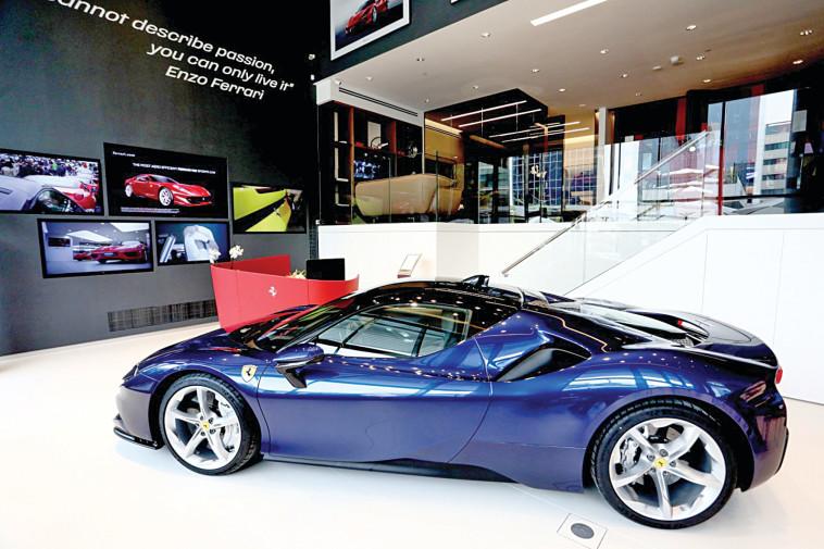 Ferrari (Photo: Sivan Faraj)