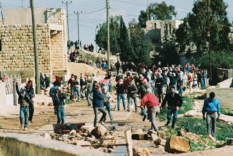 האינתיפאדה הראשונה בירושלים (צילום: Menahem Kahana, Getty Images)