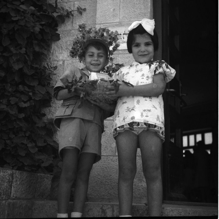ילדי הגן מצטלמים למזכרת (צילום: פוטו אורה ארכיון הצילומים של קק''ל)