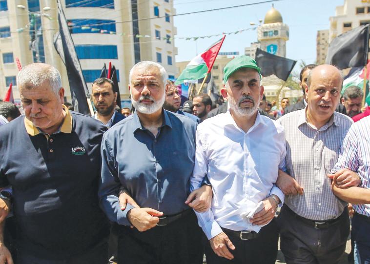 מנהיגי החמאס יחיא סינוואר ואסמאעיל הנהיה (צילום: חסן ג'די, פלאש 90)