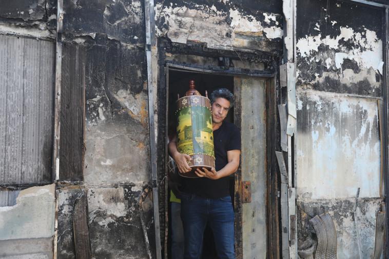 בית כנסת שרוף בלוד (צילום: יונתן זינדל פלאש 90)