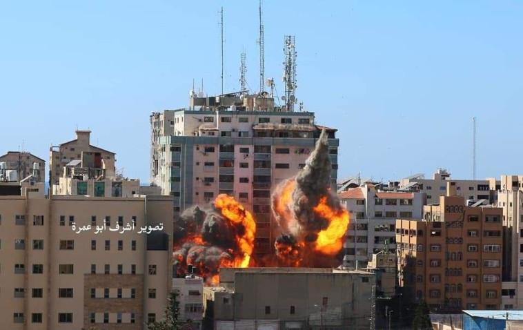 הפגת מגדל התקשורת בעזה (צילום: רשתות ערביות)