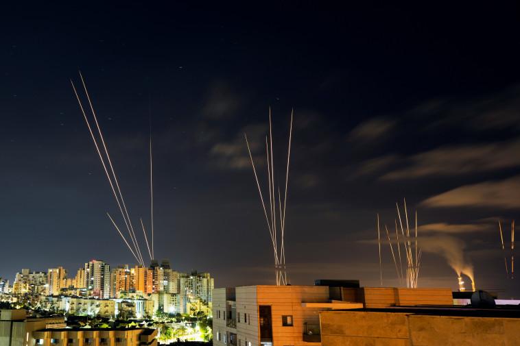 יירוטים מעל שמי הדרום (צילום: רויטרס)