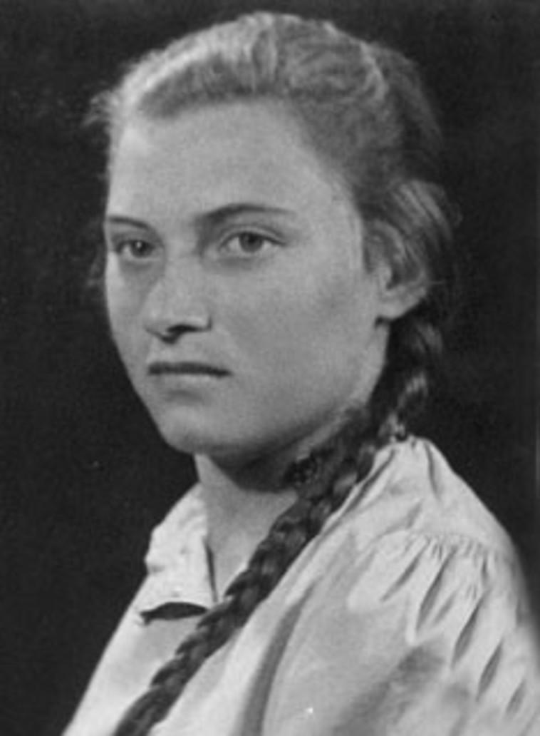 יונה ארבל בצעירותה (צילום: ארכיון הפלמ''ח)