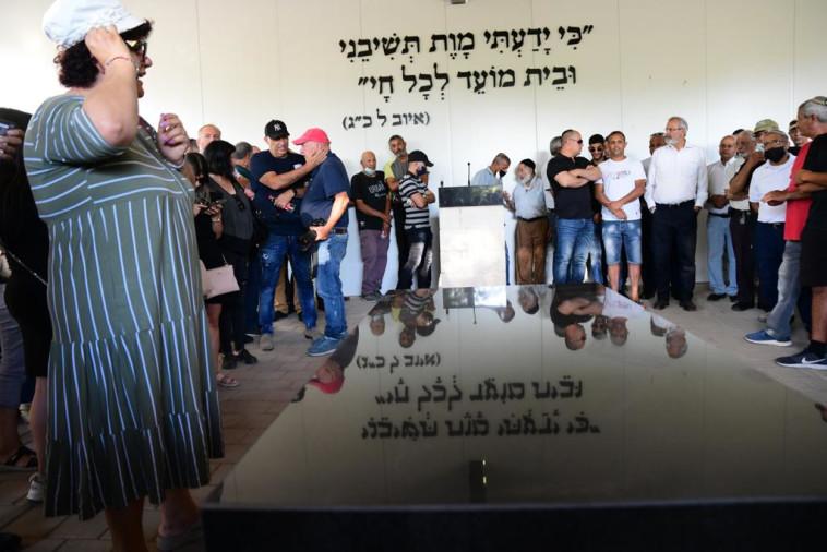 לווייתו של יגאל יהושע ז''ל (צילום: אבשלום ששוני)