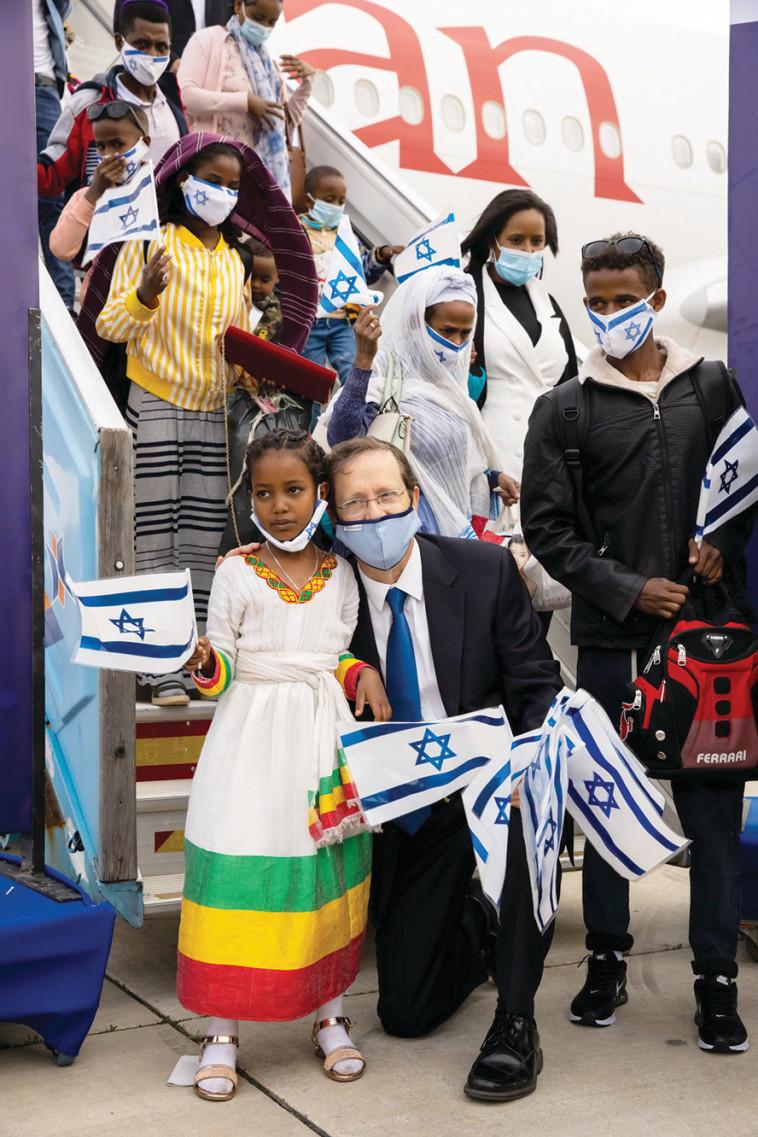יו''ר הסוכנות היהודית יצחק הרצוג  (צילום: זיו קורן)
