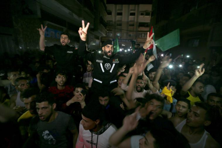 חגיגות ברצועת עזה לאחר הפסקת האש (צילום: REUTERS/Ibraheem Abu Mustafa)