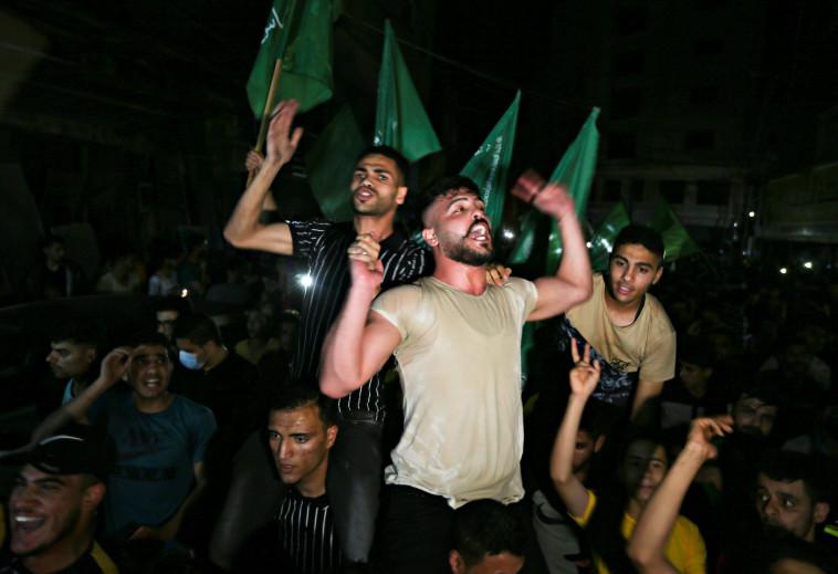 חגיגות ה''ניצחון'' של חמאס ברצועת עזה (צילום: REUTERS/Ibraheem Abu Mustafa)