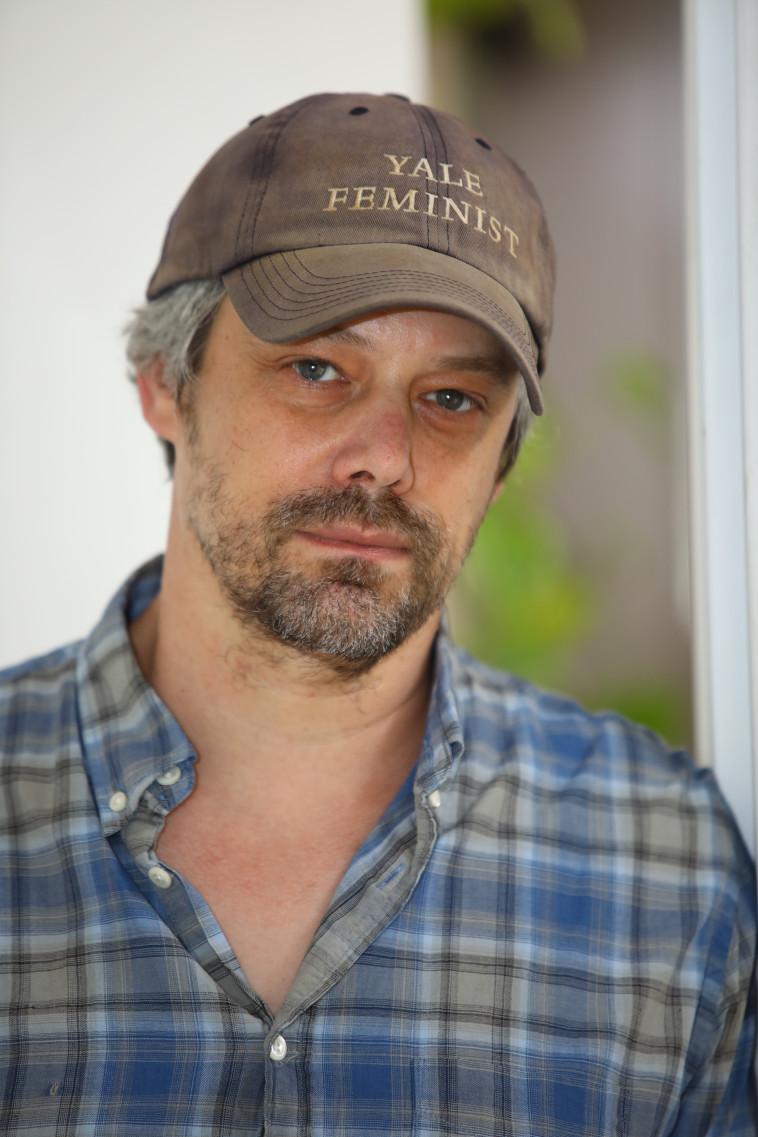 השחקן, הבמאי והכוריאוגרף אבשלום פולק (צילום: אלוני מור)
