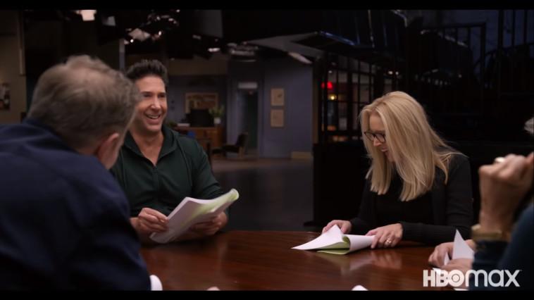 ליסה קודרו, דיויד שווימר ומת'יו פרי בפרק האיחוד (צילום: צילום מסך: HBO)
