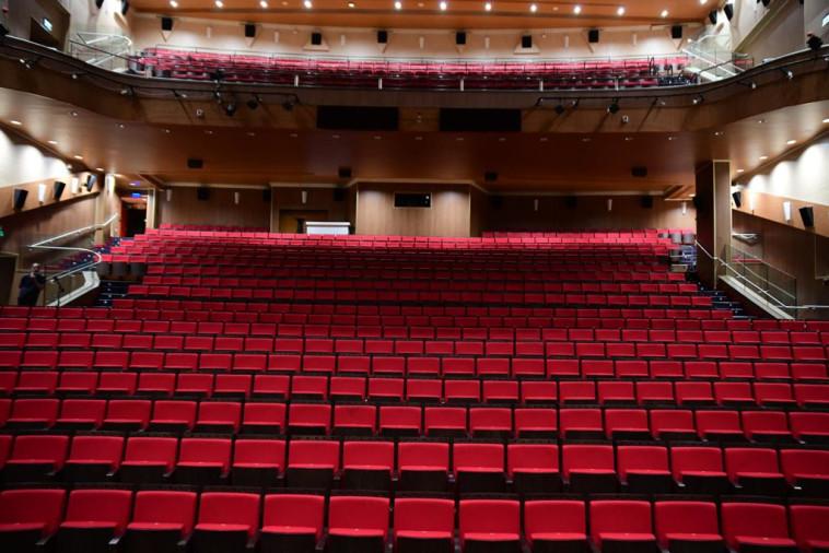 הכנות לפתיחת בתי הקולנוע, סינימה סיטי גלילות (צילום: אבשלום שושני)