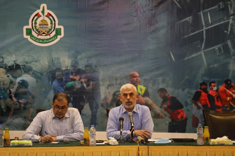 מנהיג חמאס, יחיא סינוואר, במסיבת עיתונאים ברצועה (צילום: מג'די פתחי/TPS)