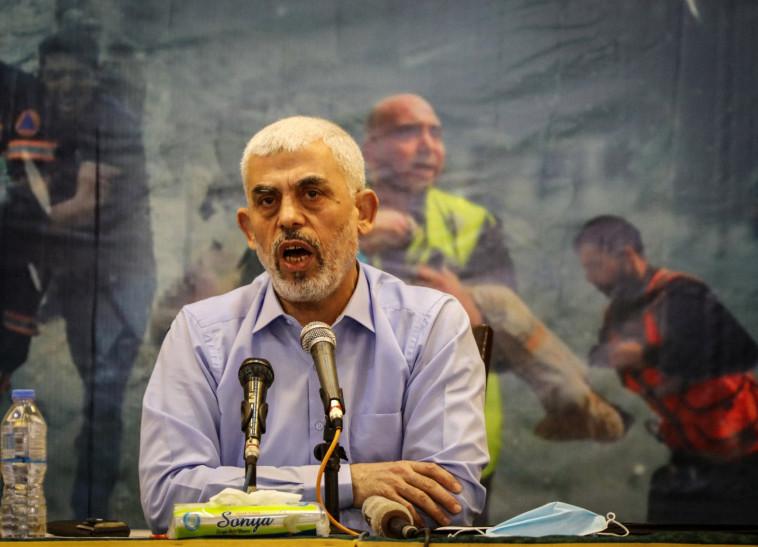 Le chef du Hamas Yahya Sinwar lors d'une conférence de presse dans la bande de Gaza (Photo: Majdi Fathi / TPS)