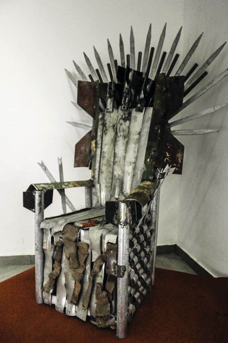 כסא עשוי רקטות (צילום: פרטי)