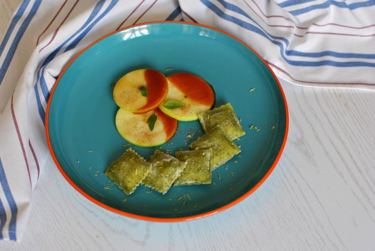 תפוחי עץ בקרמל, דבש וקינמון של שף־קונדיטור משה גלפרין (צילום: פסקל פרץ-רובין)