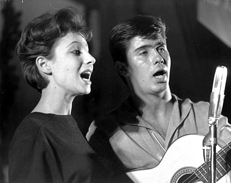 אסתר ואיפי עופרים בשנת 1961 (צילום: הנס פין, לע''מ)