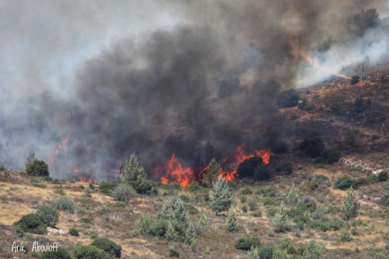 השריפה בצור הדסה (צילום: כבאות והצלה מחוז יו''ש)